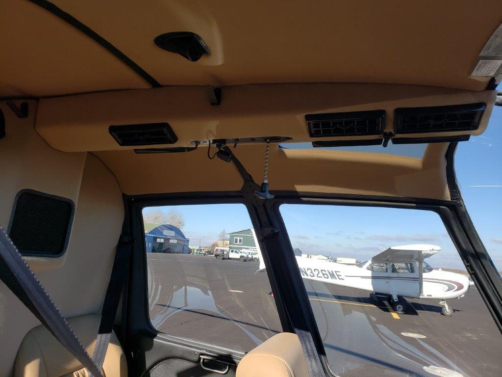 N484SH interior roof